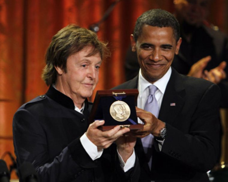 McCartney le canta a los Obama