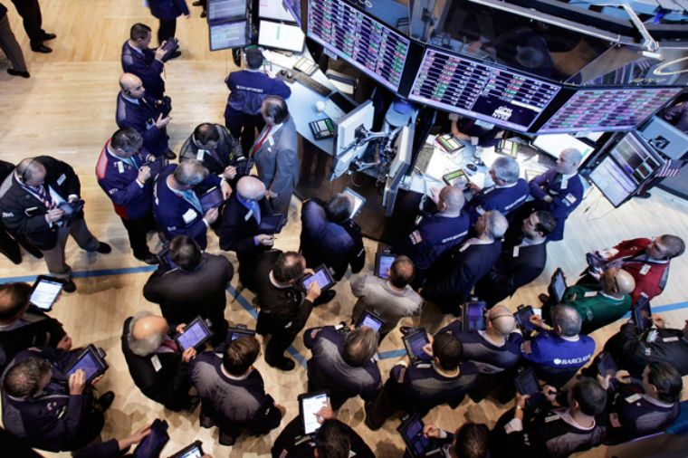 S&P y Dow Jones abren con leves caídas; Nasdaq opera estable