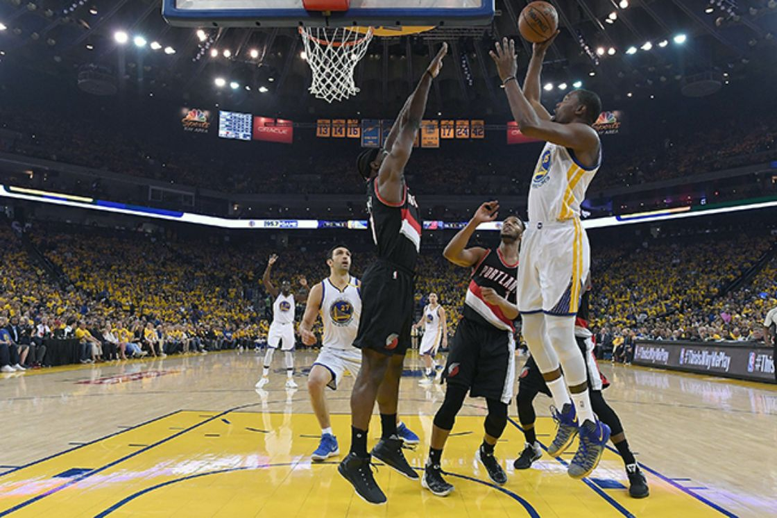 Warriors y Bulls se apuntan el primer triunfo en playoffs