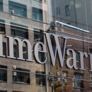 Ganancias de Time Warner suben 15.3% en 1T