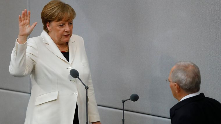 German parliament Bundestag elects new chancellor in Berlin - German Chancellor Angela Merkel is sworn-in by Parliament President Wolfgang Schaeuble during a meeting of Germany