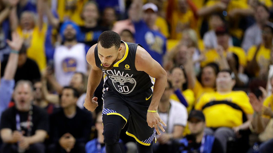 Curry encamina la victoria de Warriors