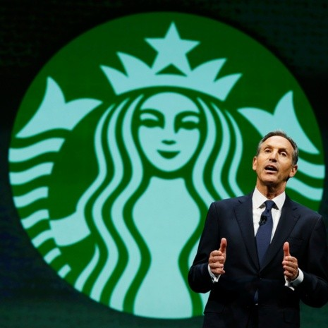 Howard Shultz, fundador de Starbucks, habla sobre capital humano
