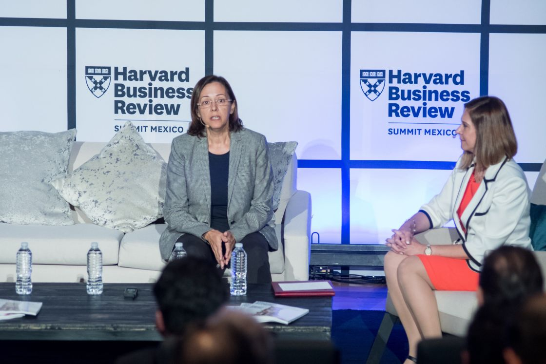 Blanca Gómez y Yvette Mucharraz durante el Harvard Business Review Summit 2018 en CDMX - Foto: Cortesía