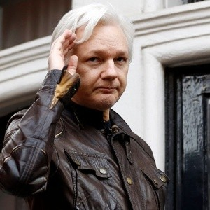 The Guardian revela encuentro entre Assange y Manafort