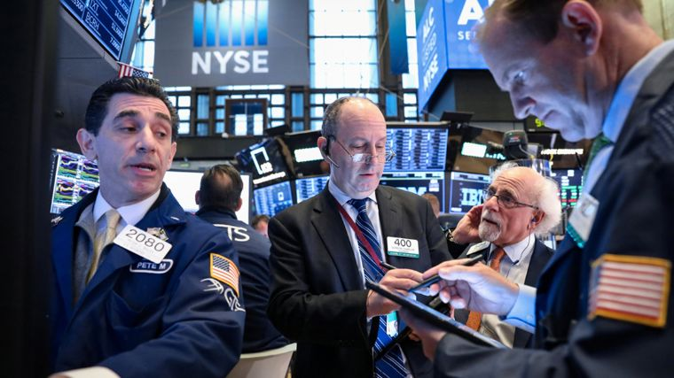 Bolsa de Nueva York pierde por sector financiero