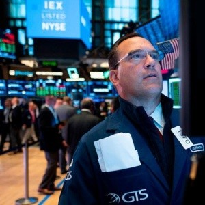 Índices de Wall Street cierran mixtos; IBM e Intel se desploman y lastran al Dow Jones
