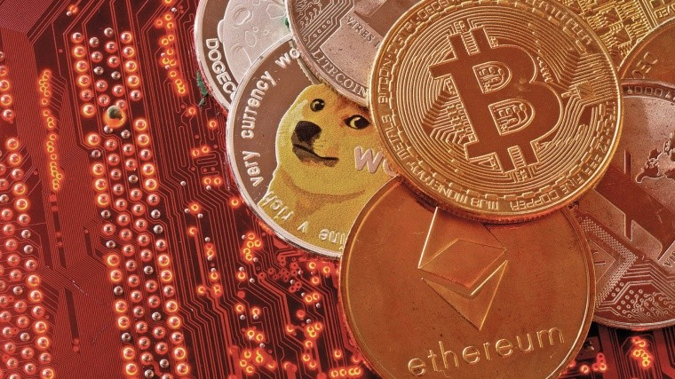 Representations of cryptocurrencies Bitcoin, Ethereum, DogeCoin, Ripple, Litecoin are placed on PC motherboard in this illustration taken, June 29, 2021. REUTERS/Dado Ruvic/Illustration
